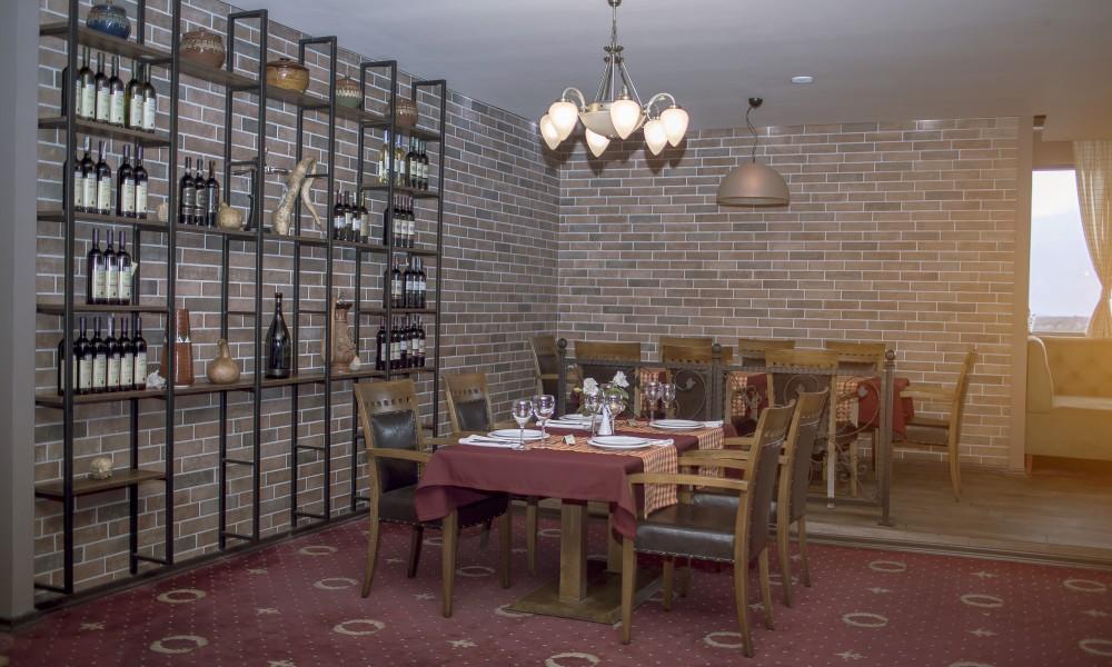 Restaurant at Semitronix Hotel in Peja